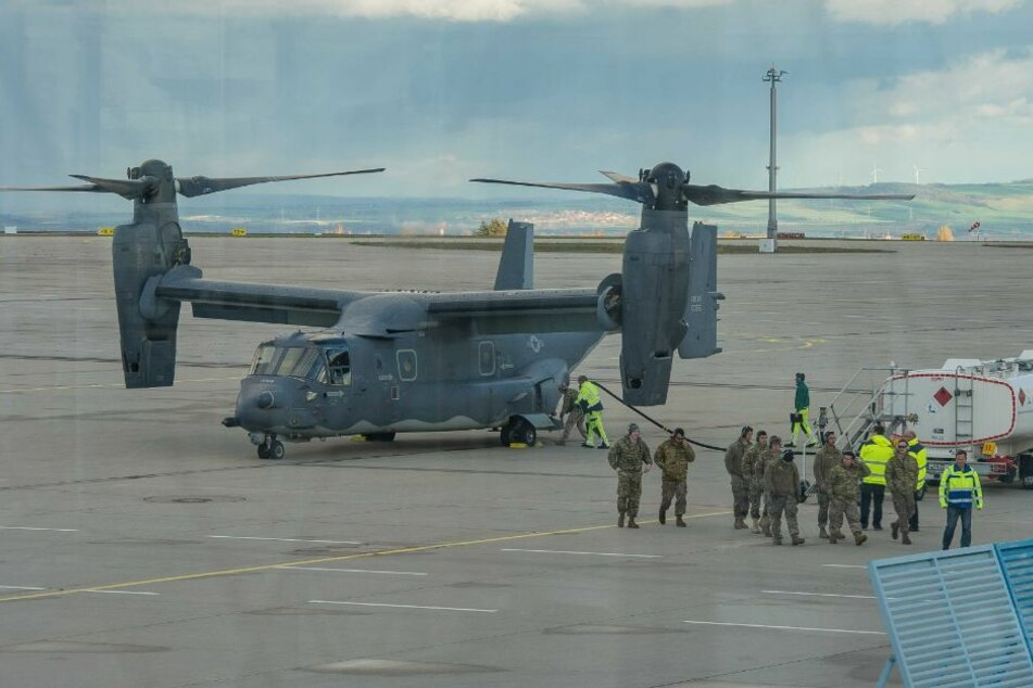 Das Flugzeug der US-Airforce war zum Tanken in Erfurt gelandet.