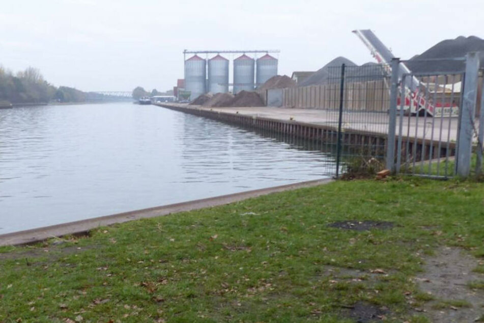 An diesem Hafenbecken in Preußisch-Oldendorf-Getmold wurde der Angler zuletzt gesehen.