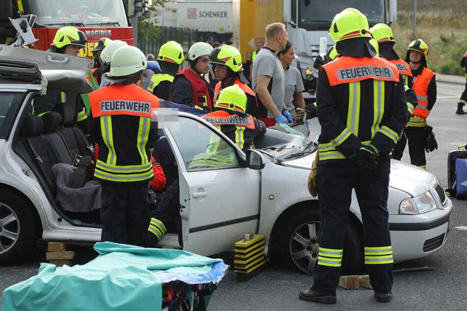 Die Skoda-Fahrerin musste aus ihrem Wagen befreit werden.