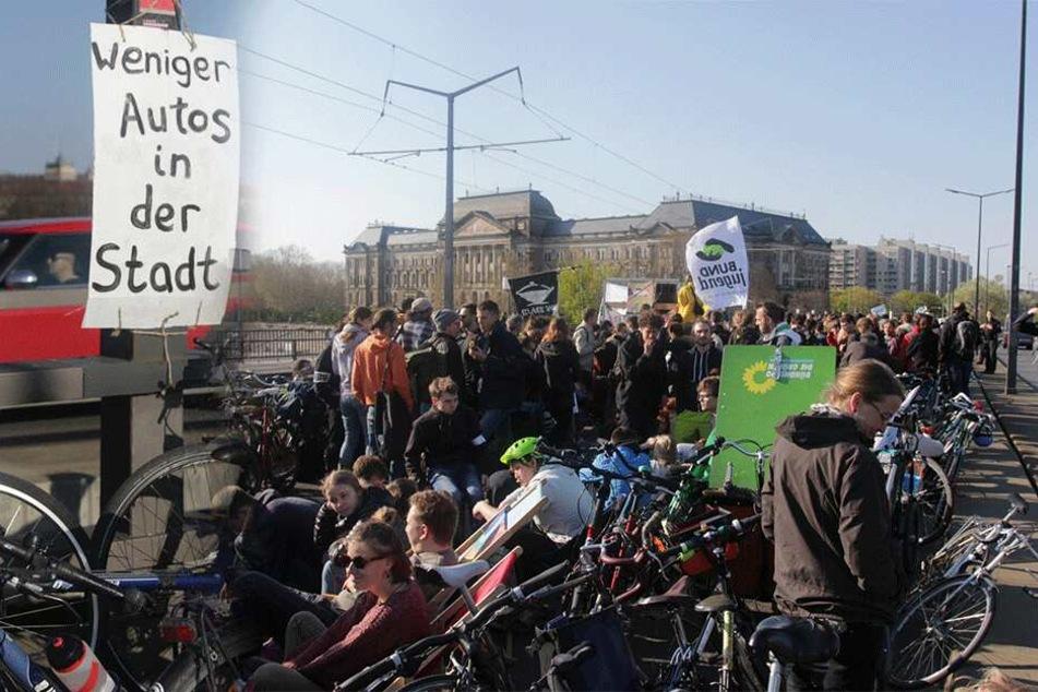 Verkehrschaos in Dresden wegen Demo: Straßen dicht, Zahlreiche DVB-Linien mit Problemen
