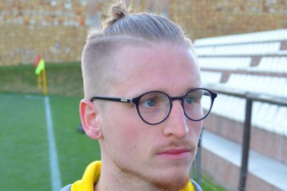 Der neue Look des Marvin Stefaniak: Der noch 21-Jährige trägt jetzt Brille (mit Fensterglas) und Zlatan-Zöpfchen.