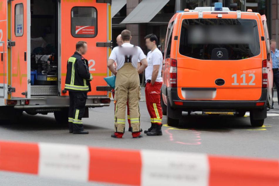 Trotz Erster Hilfe verstarb die Fußgängerin noch vor Ort (Symbolfoto).