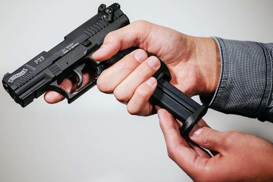 Schreckschusswaffen wie diese sind momentan im Kreis Gütersloh sehr beliebt. (Symbolbild)