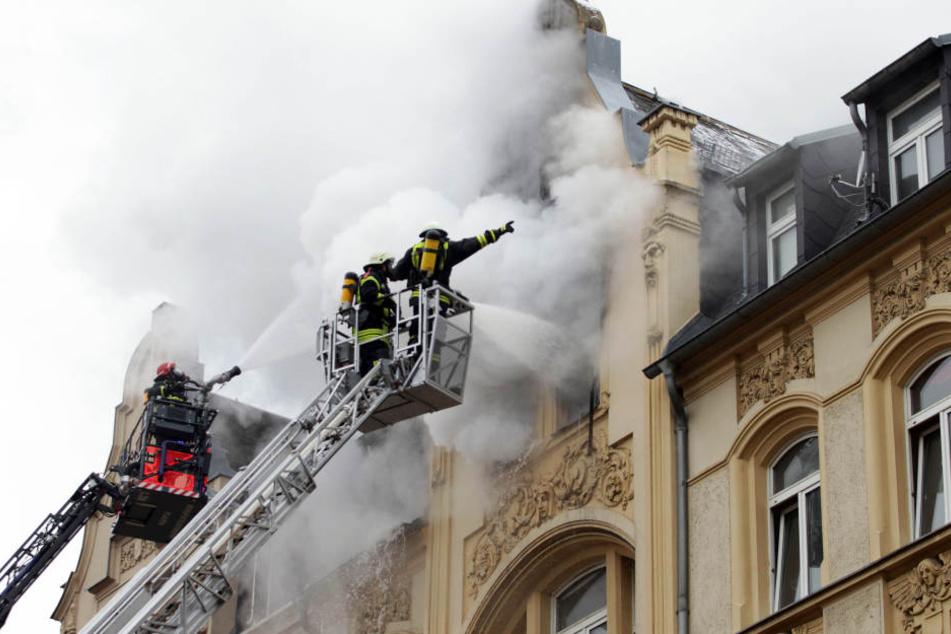 Bei dem Brand in Plauen Anfang Februar sind zwei Menschen ums Leben gekommen. (Archivbild)