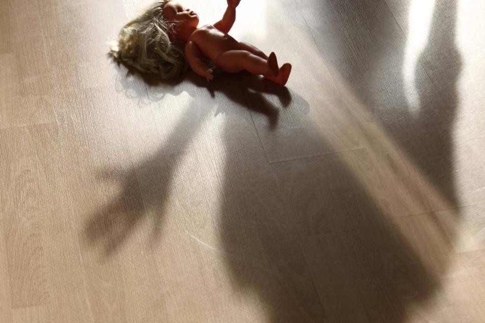 Eine Mutter aus Berlin machte pornografische Aufnahmen ihrer zweijährigen Tochter.