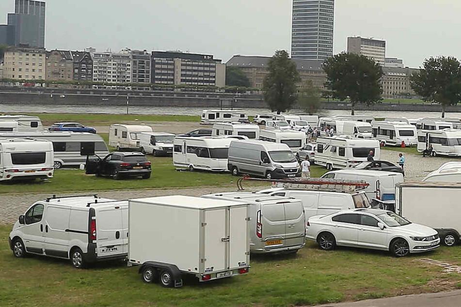 Wenn die Traveller kommen, besiedeln sie ganze Parkplätze.
