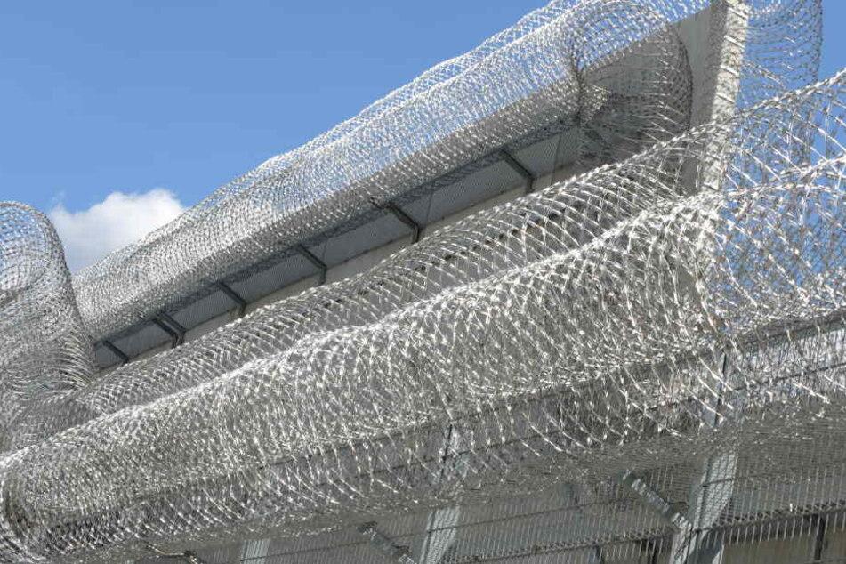 Fünf Jahre Haft hat der 39-Jährige Täter wegen versuchten Totschlags bekommen. (Symbolbild)
