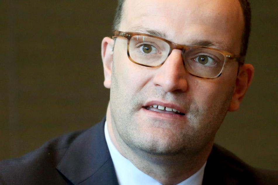 Bundesgesundheitsminister Spahn spricht auf einer Pressekonferenz zu den Ergebnissen der zweitägigen Gesundheitsministerkonferenz.