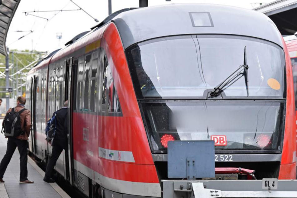 In einer Regionalbahn soll der Mann ausgerastet sein (Symbolfoto).