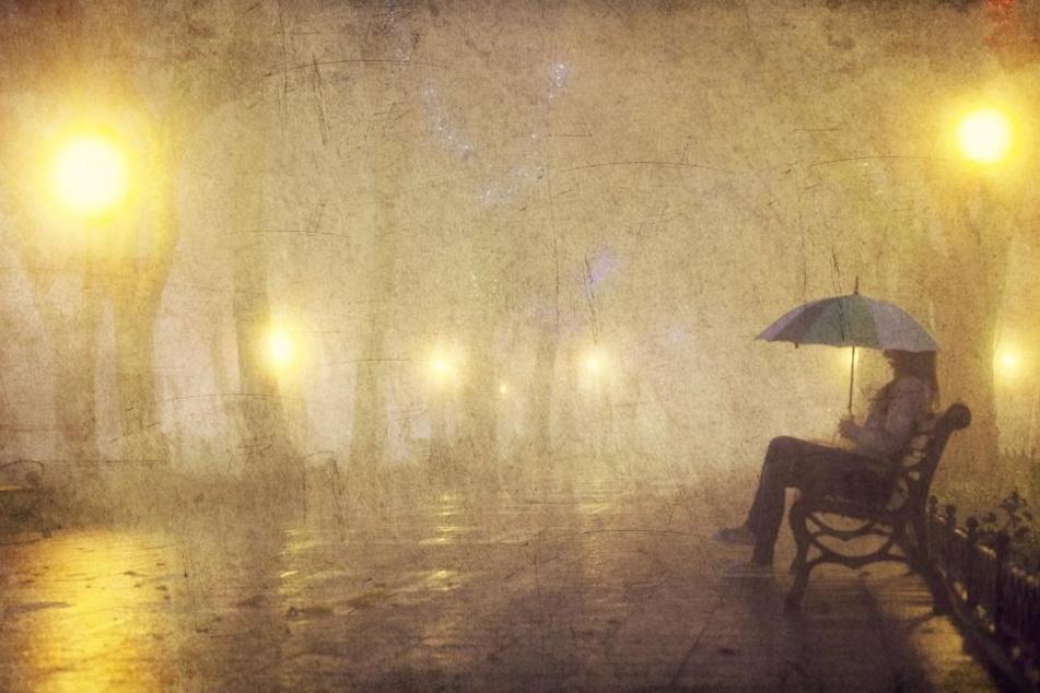 Plötzlich stand die schwangere Frau mit zwei Kindern in einem fremden Land allein auf der Straße. Bei Nacht und Regen. (Symbolbild)