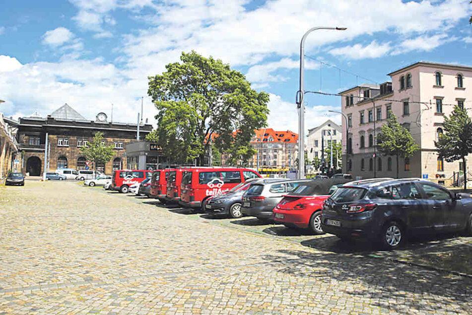 Auf dieser Fläche am Bahnhof Neustadt soll noch in diesem Jahr der erste  Zentrale Mobilitätspunkt entstehen.