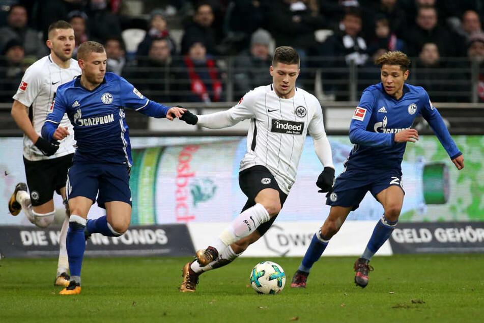 Will auch beim FC Augsburg wieder knipsen: Eintracht-Youngster Luka Jovic (mitte).