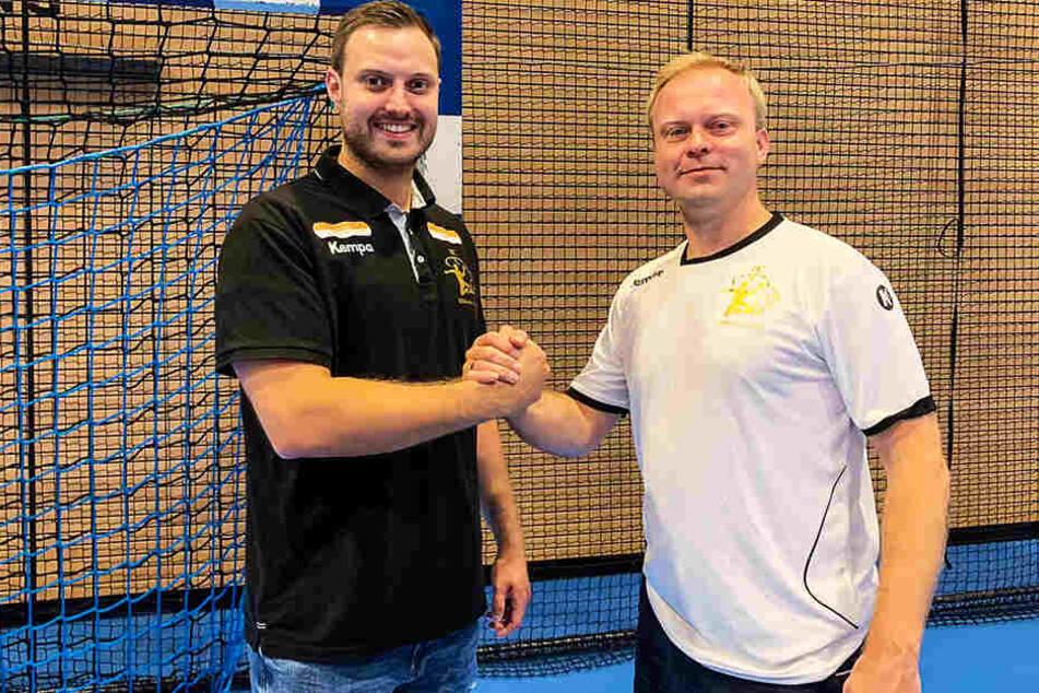 Willkommen in Dresden: HCE-Manager Karsten Wöhler (r.) mit Neuzugang Jonas Thümmler.