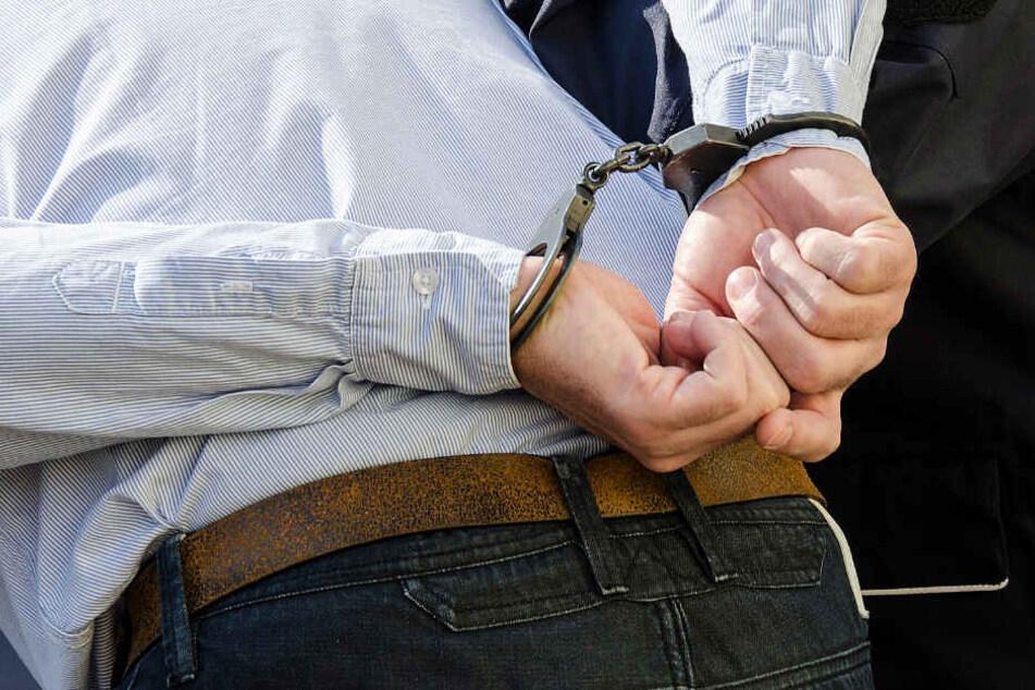 Ein 28-Jähriger wurde von der Polizei festgenommen (Symbolbild).