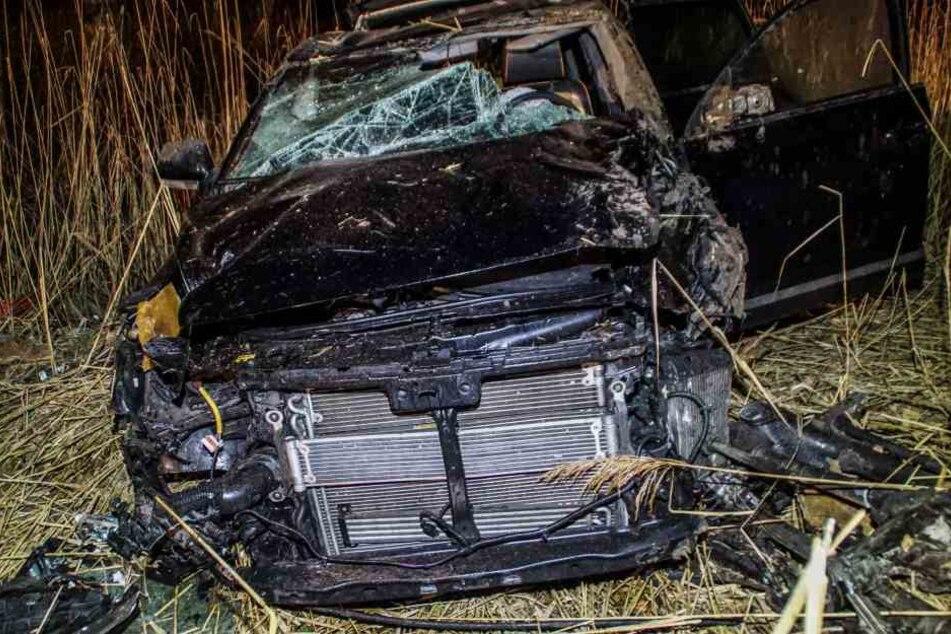 Der 39-Jährige musste aus seinem stark beschädigten Auto befreit werden.