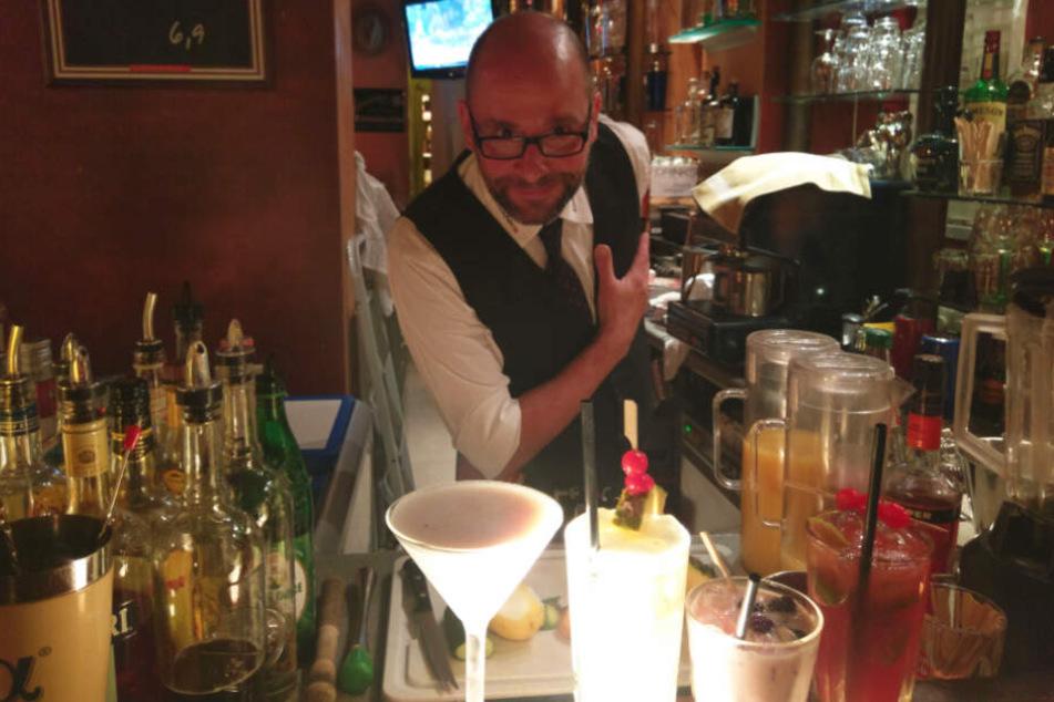 Bar-Gründer Frank Ulbricht (53) will nach 25 Jahren hinterm Tresen raus aus dem Nachtleben.