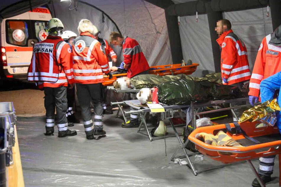 Auch ein Behandlungsplatz wurde aufgebaut, wo die Verletzten erstversorgt wurden.