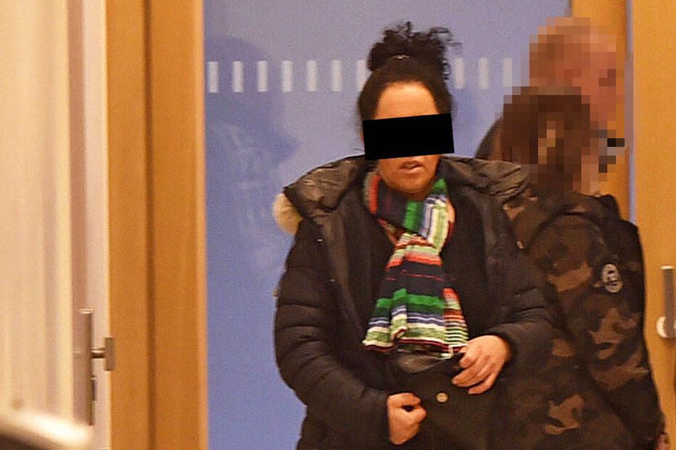 Dresden: Erst pflückten sie Blumen, dann prügelte Lucienne auf ihre Freundin ein