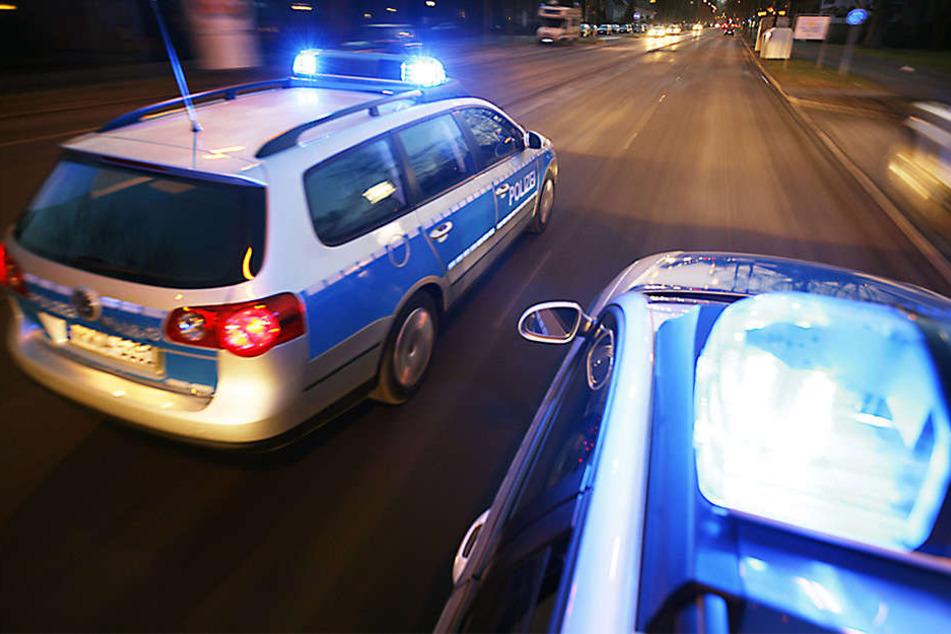 Erst als Unterstützung der Polizei eintraf, konnten die zwei Gruppen getrennt werden (Symbolbild).