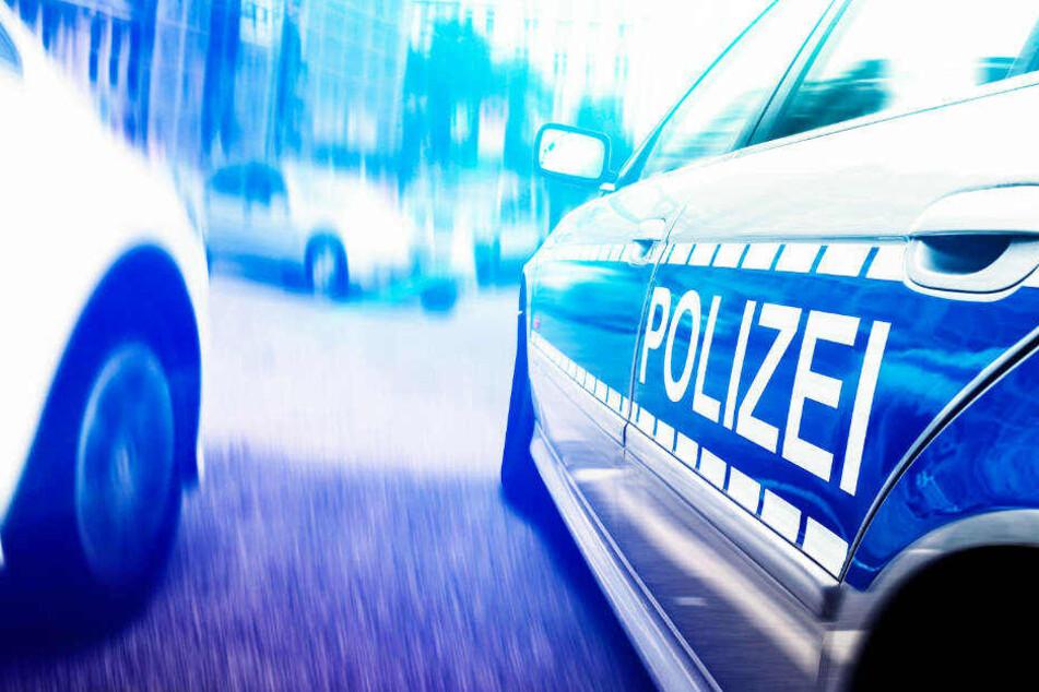 Die Polizei stellte beide Fahrzeuge sicher. Die Ermittlungen daran dauern an.