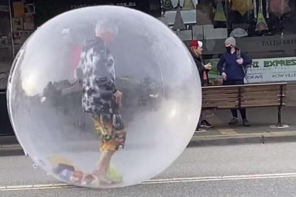 Kreative Art des Social Distancing: Eine Blase.