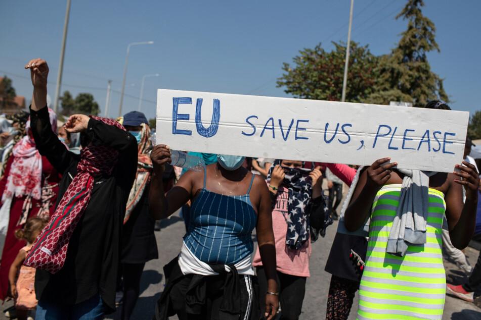 Lesbos, nahe der Stadt Mytilene am Montag: Migranten protestieren und fordern Hilfe der EU.