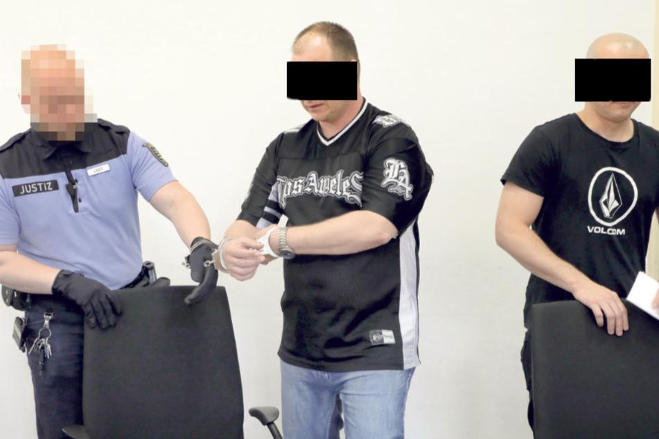 Riccardo S. (40, l.) und Rico D. (31) mussten sich für diverse Detonationen in Automaten verantworten.