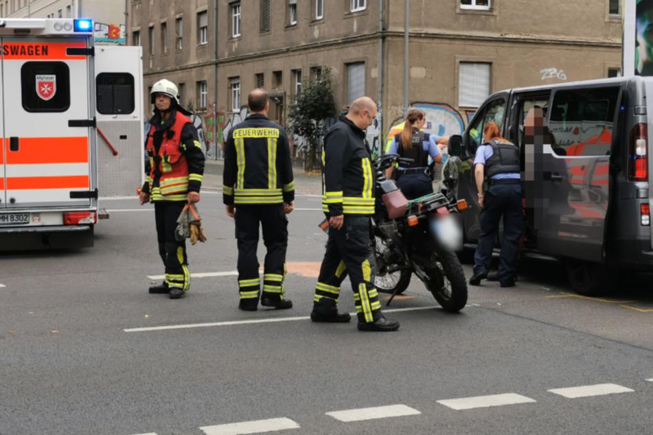 Der Fahrer und der Sozius des Motorrads wurden in eine Klinik gefahren.