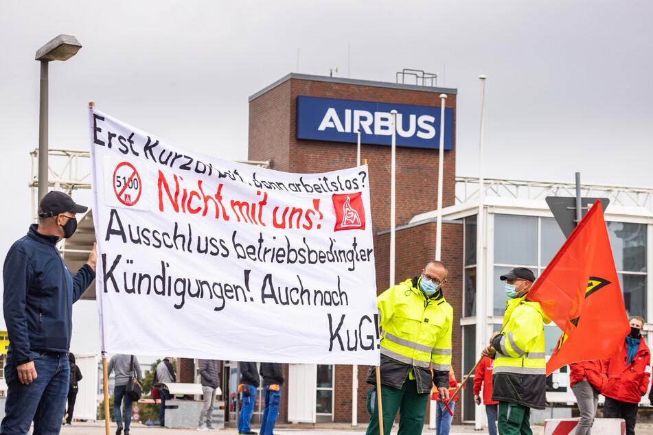 Airbus-Mitarbeiter demonstrierten Anfang September in Hamburg-Finkenwerder gegen betriebsbedingte Kündigungen.