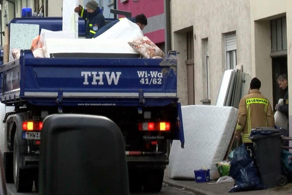 In Plankstadt wurden etwa Möbel auf die Straße geräumt.