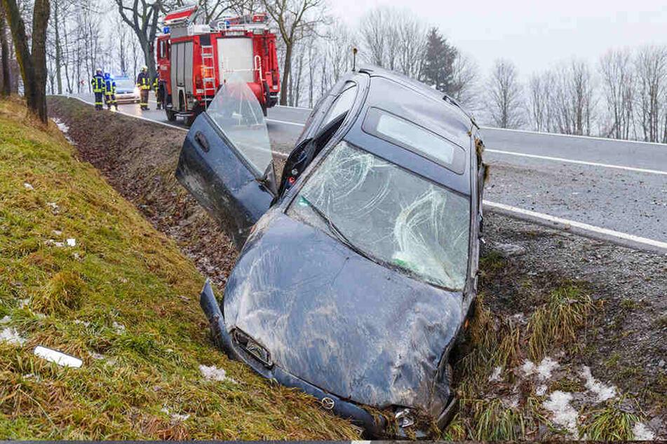 Überhöhte Geschwindigkeit: Mazda überschlägt sich!