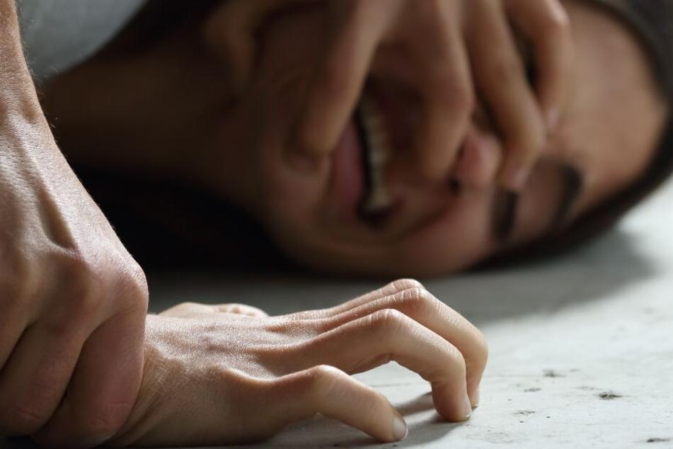 Blanker Horror: Ehepaar soll Tochter rund 60 Mal missbraucht haben