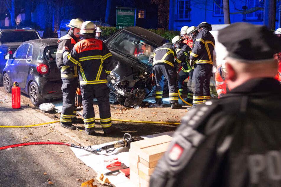 Stromausfall und zerstörte Autos: Suff-Fahrerin hinterlässt Bild der Verwüstung