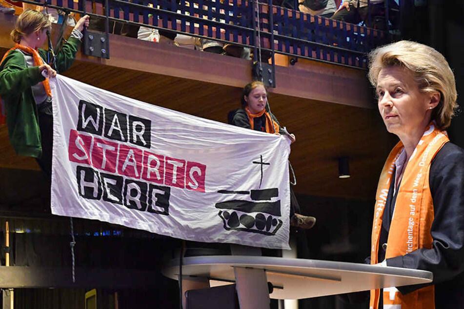 Militärgegner stören lautstark von der Leyens Friedensrede
