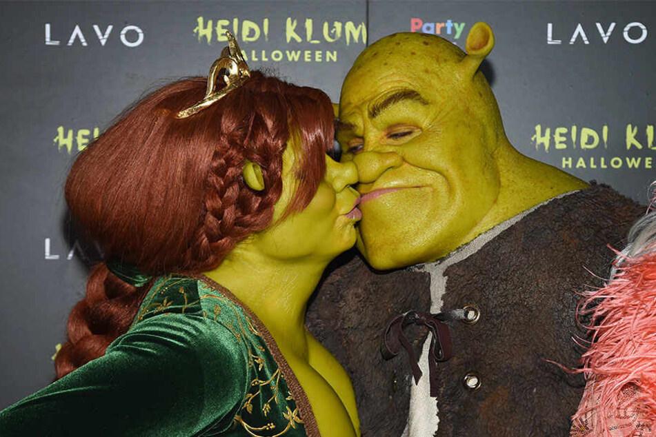 Das Paar war verkleidet als giftgrüne Disney-Helden kaum wiederzuerkennen.