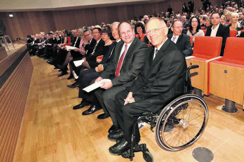 Wolfgang Schäuble (74, CDU), Bundesminister der Finanzen, zählte zu den  geladenen Gästen. Rechts von ihm sitzen OB Hilbert und MP Tillich.