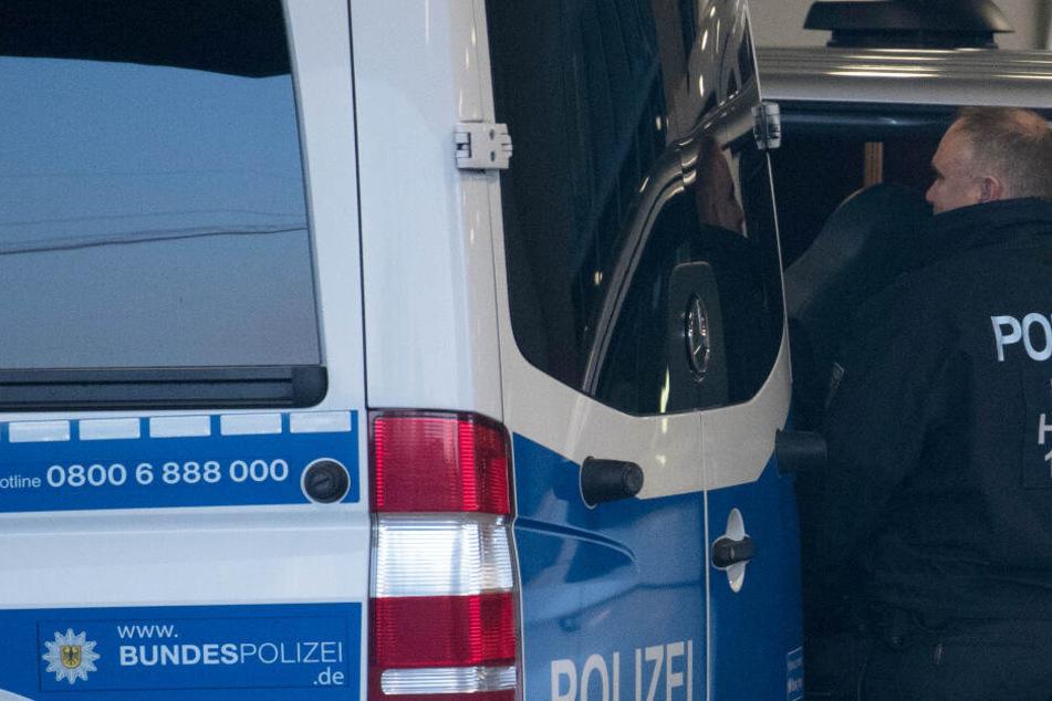 Bundespolizei feiert Coup: Fünf Mordverdächtige an Grenztunnel auf A7 gefasst