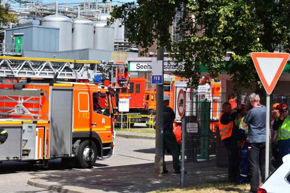 Gefahrgut-Einsatz! Nicht löschbare Flüssigkeit steht bei Cargill in Flammen