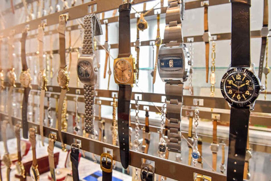 So könnten die geklauten Uhren ausgesehen haben. Ein Bild der gestohlenen Zeitmesser soll nicht veröffentlicht werden.