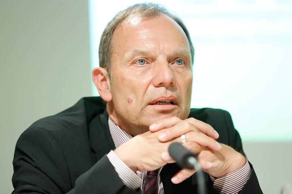 Im Staatsauftrag nah an den Kohlekonzernen: Staatssekretär Hartmut Mangold  (59).
