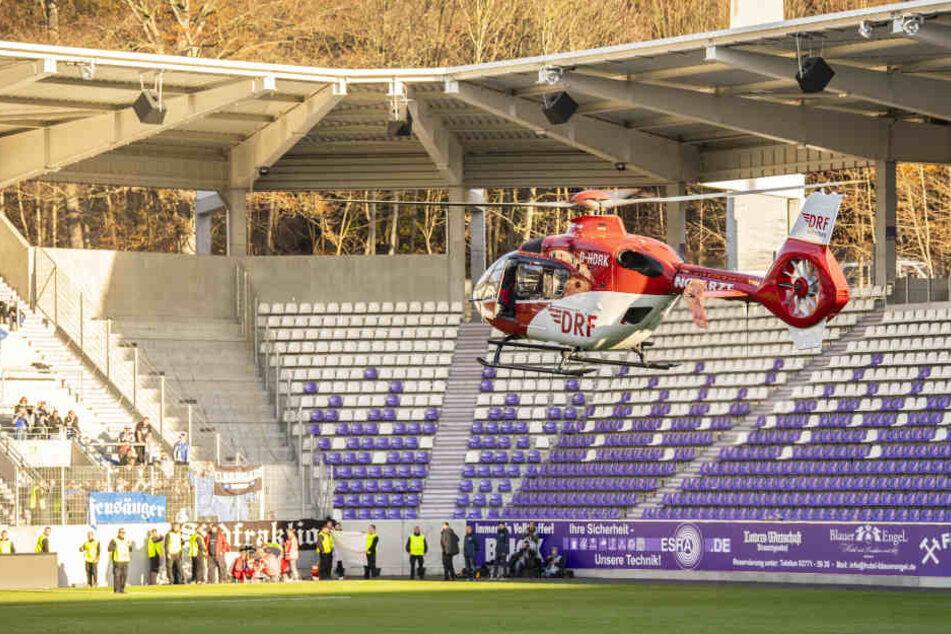 Der verunglückte Fan wurde mit dem Hubschrauber ins Krankenhaus geflogen.