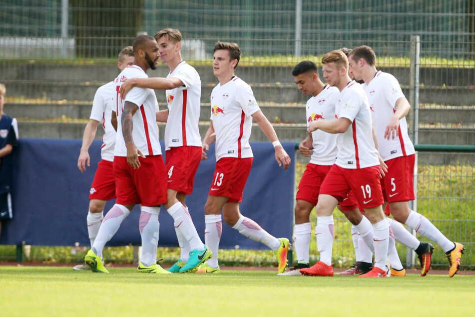 Die Nachwuchsbullen beim Regionalligaspiel gegen den FC Schönberg.