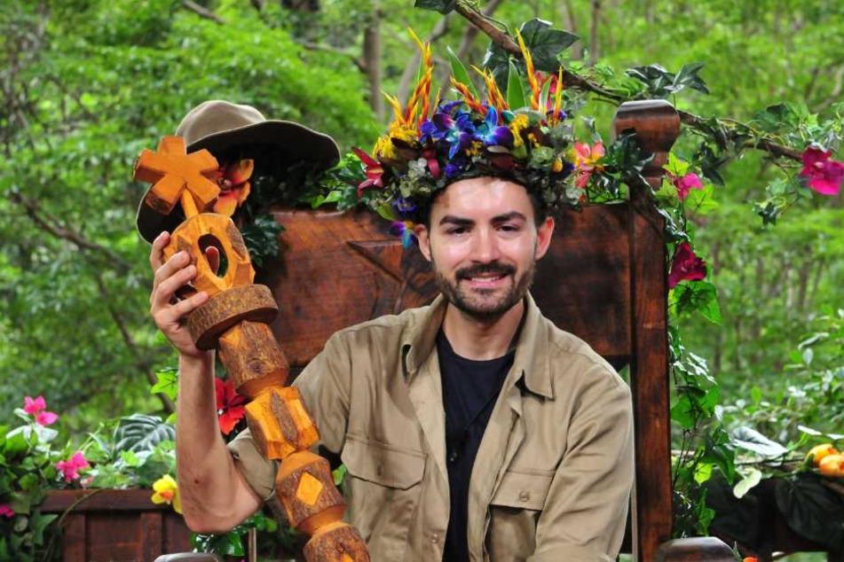 Anfang 2016 wurde Menderes zum Dschungelkönig gekürt.