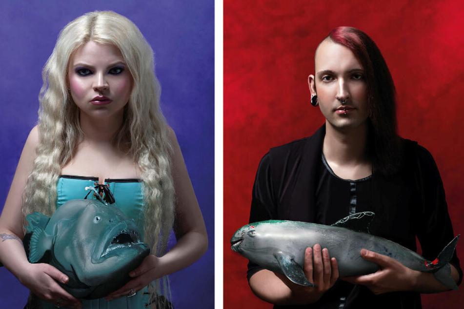 """Auch die Künstlerin selbst ist Teil des Projekts: Jeannine Mauch (28) zeigt einen Tiefseeanglerfisch. """"Er lebt in der bisher noch wenig erforschten Mitternachtszone des Meeres."""" Auch ihr befreundeter Antikhändler Fabian Kahl (27) ist Teil der Aktion."""