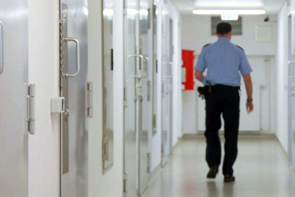 Weil zu viele U-Häftlinge im Knast sitzen, quillen die Gefängnisse über. (Symbolbild)