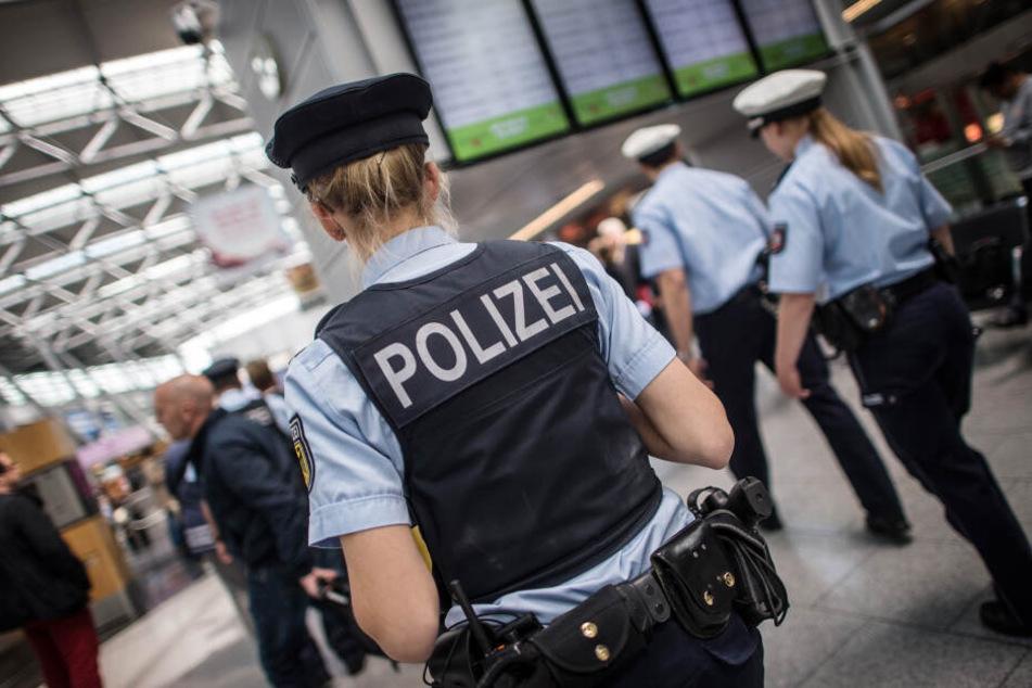 Polizei am Flughafen Düsseldorf (Symbolbild)