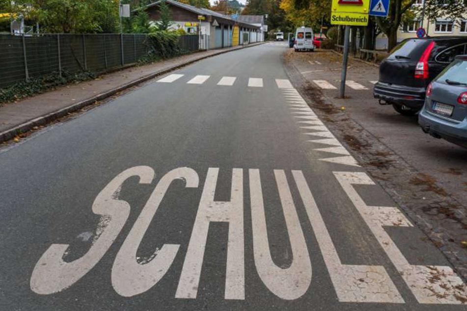 Mitten auf einem Schulweg wurde die 36-Jährige erschossen. (Symbolbild)