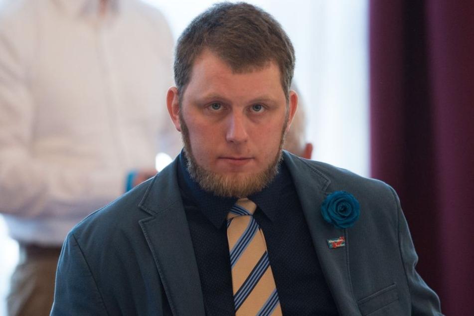 Zwickauer AfD-Direktkandidat Benjamin Przybylla sitzt seit Donnerstag wegen Hausfriedensbruch auf der Anklagebank (Archivbild).