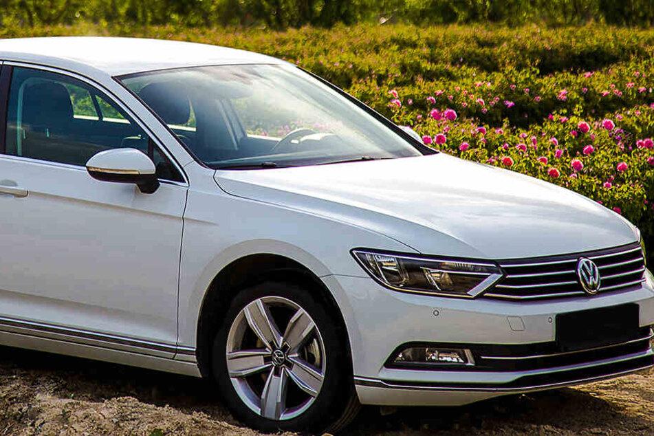 Ein Ukrainer hatte seinen VW Passat wurde auf einem Privatgrundstück abgestellt. (Symbolbild)