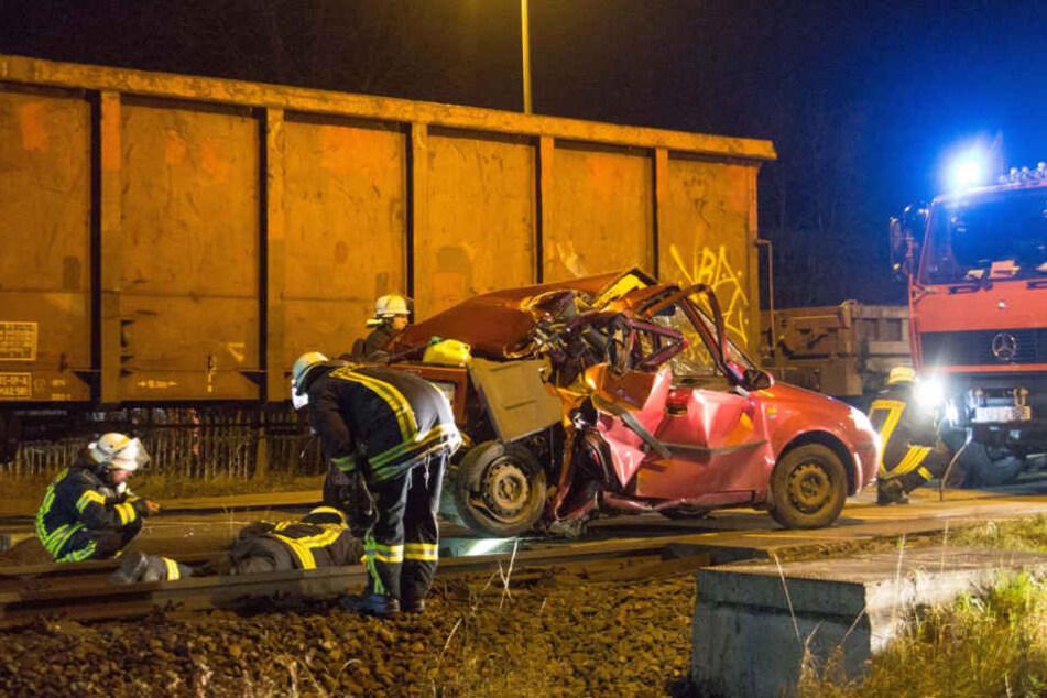 Die Bahnstrecke zwischen Jena und Saalfeld musste für die Bergungsarbeiten zwei Stunden lang gesperrt werden.